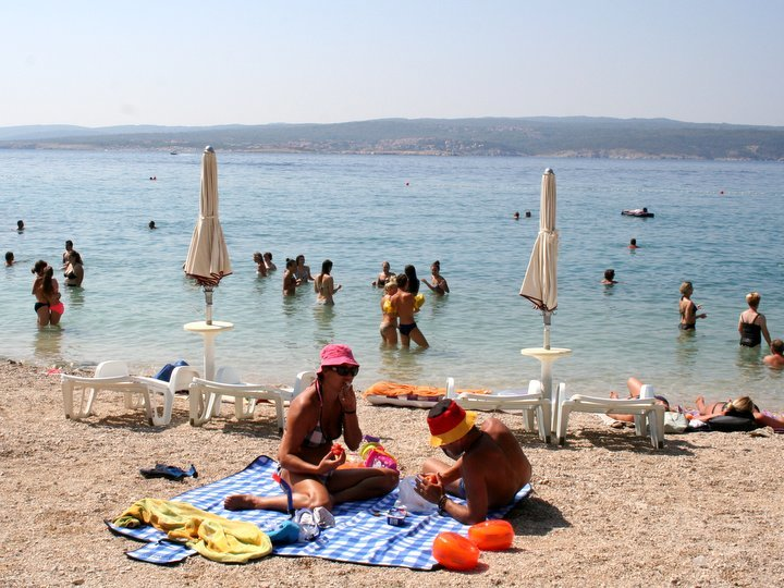 mare e spiaggia di ciottoli a Crikvenica